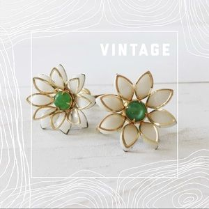 VINTAGE Screw-back flower earrings